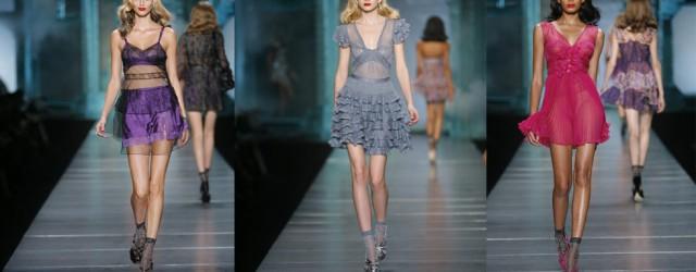 La sfilata donna della primavera estate 2010 di Dior