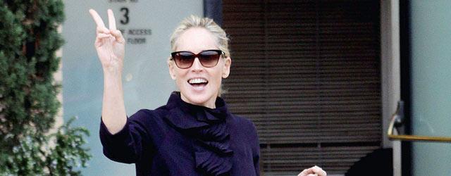 Sharon Stone indossa il cappotto Normaluisa