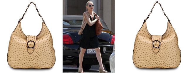 Sharon Stone e la borsa Hobo di Ferragamo