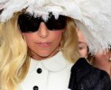 Lady Gaga ci stupisce in Louis Vuitton
