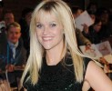 L'attrice Reese Witherspoon bellissima in Louis Vuitton