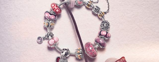 Voglia di charms?Pandora presenta piccoli gioielli in vetro di Murano