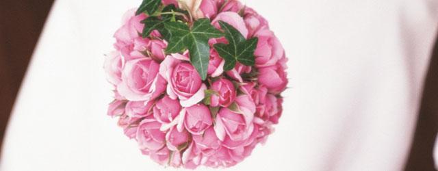 Scene da un matrimonio con i fiori di Au nom de la rose